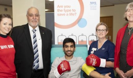 Kash Farooq donates blood with IHBDC in Glasgow